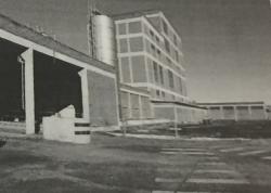 Um prédio comercial e industrial em Uruaçu/GO