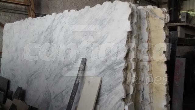 11 (onze) pedras de mármore branco rajado com apro